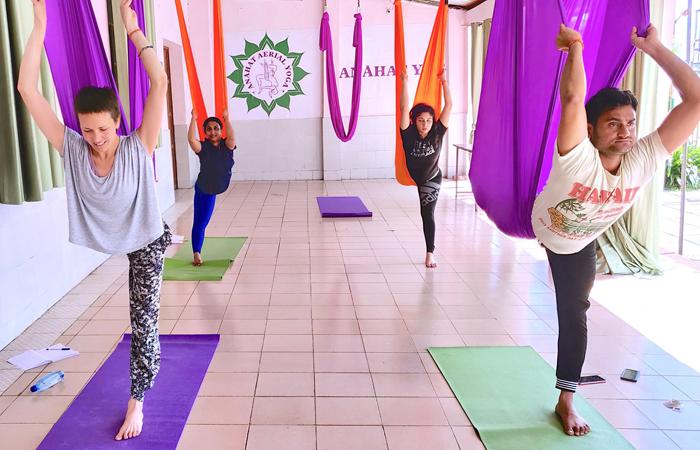 Anahat Yoga Baner