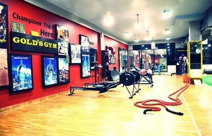 Gold's Gym Phase 8 Industrial Area